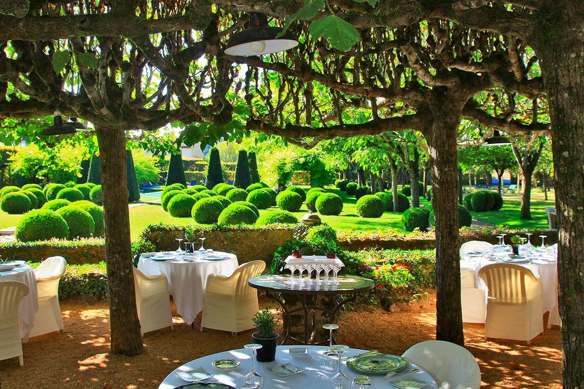 LE VIEUX LOGIS Trémolat Dordogne - Hôtel 4 étoiles - Restaurant Gastronomique 1 étoile Michelin