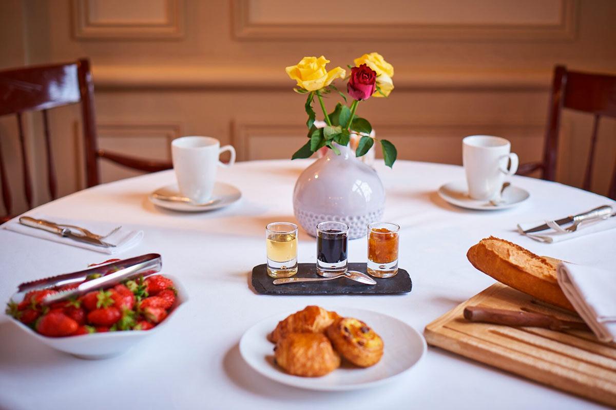 Petit-déjeuner LE VIEUX LOGIS Hôtel Relais & Châteaux en Périgord Dordogne