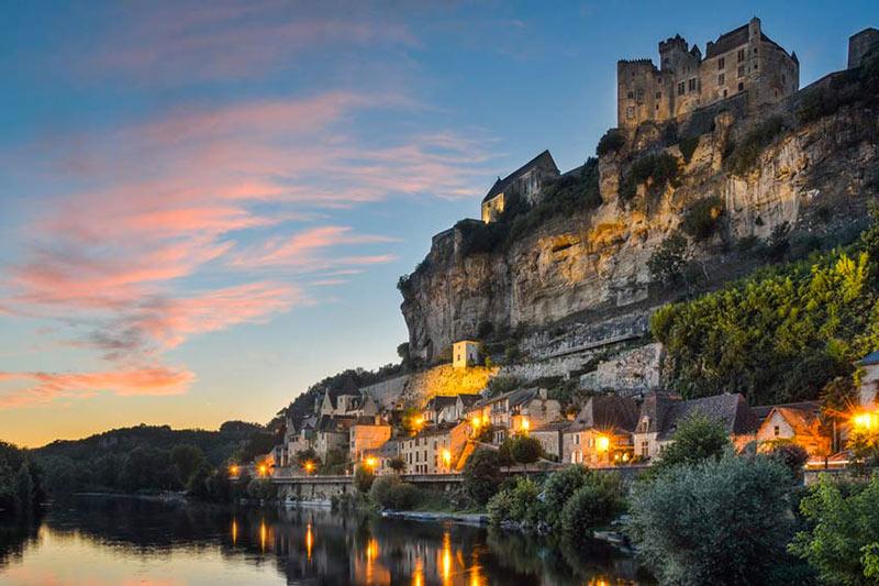 Château de Beynac Périgord Tourisme circuit touristique avec L'hôtel Le Vieux-Logis