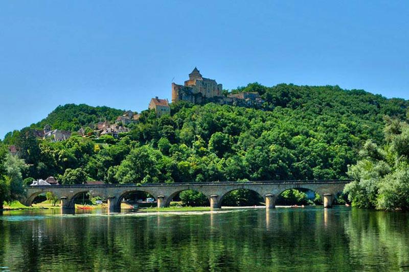 Château de Castelnaud Périgord Tourisme circuit touristique avec L'hôtel Le Vieux-Logis