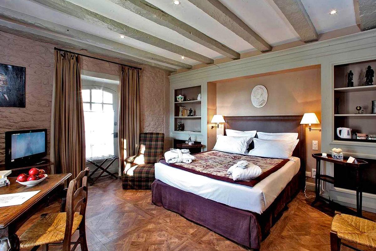 Chambres Grand Standing LE VIEUX LOGIS Hôtel **** Relais & Châteaux